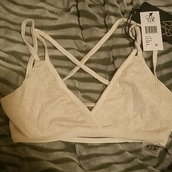 b4570d312ee01 NWT Chaser Bralette size S off white and gold